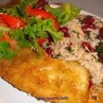 Filetes crocantes com arroz de feijão e espinafres