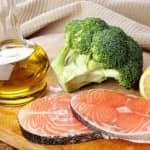 Para quem sofre de colesterol alto, a alimentação também pode ajudar a baixar os seus níveis.