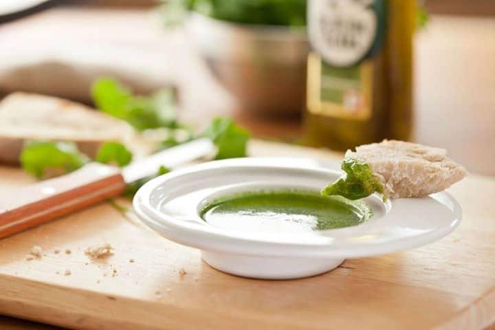 Experimente Azeite de Coentros e dê mais sabor aos seus cozinhados.