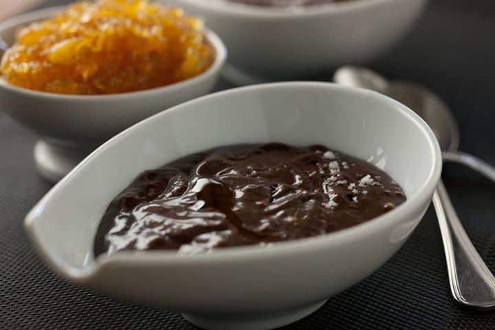 Mousse de Chocolate com compota de Ananas