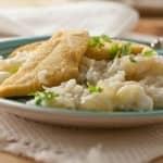 Filetes de peixe galo com arroz de cebolas novas