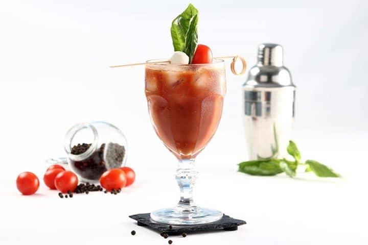 Cocktail de Tomate e Manjericão