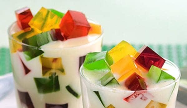 A gelatina é uma sobremesa leve e de fácil digestão. Nessa versão colorida, fica ainda mais divertido e fácil agradar a criançada!