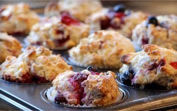 Muffins de pequeno-almoço de mirtilo e framboesa