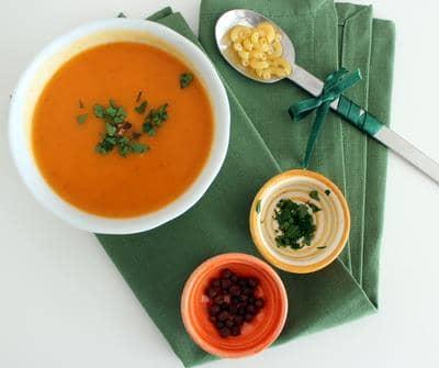 Creme de cenoura com cotovelinho e aroma de laranja