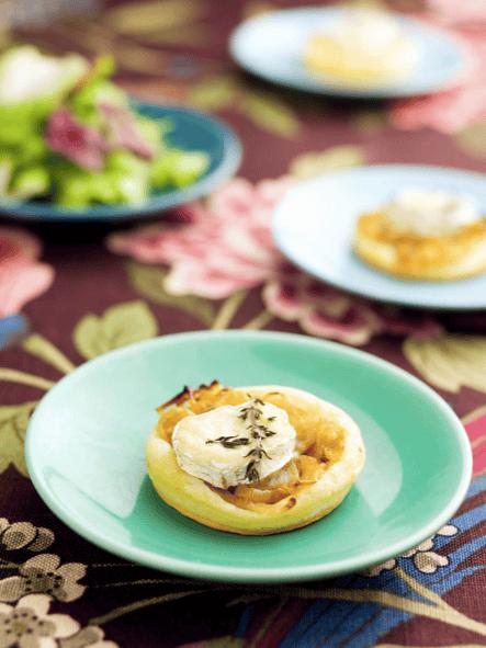 Mini-tartes de cebola caramelizada com queijo de cabra - entradas