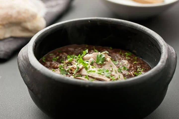 Arroz de cabidela de frango à taberna portuguesa, uma sugestão do Chefe Vítor Sobral.