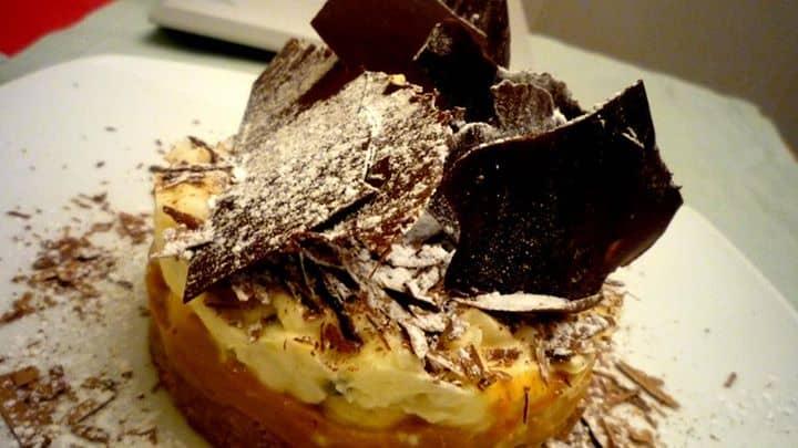 Semi frio de banana e maracujá com lâmina de chocolate negro