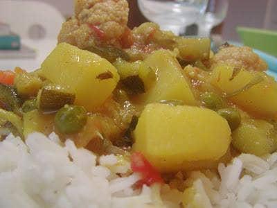 Caril de Batata e Legumes