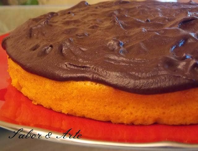 Bolo de Cenoura e Laranja com cobertura de Chocolate