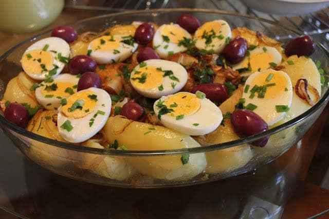Bacalhau com Batatas, Cebola e Ovos