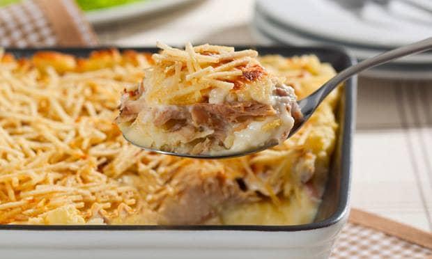 Escondidinho especial de frango, creme de queijo e batata palha
