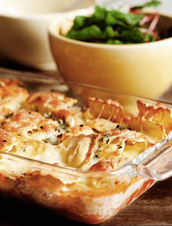 """Uma lasanha """"finjida"""" feita com raviolis e camadas de legumes..deliciosa!!"""