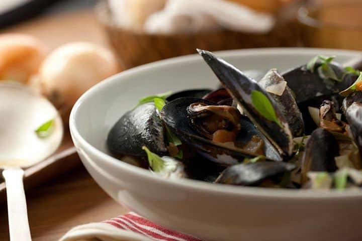 Mexilhões e Vinho do Porto…Duas deliciosas especialidades juntaram-se num prato de fazer água na boca.