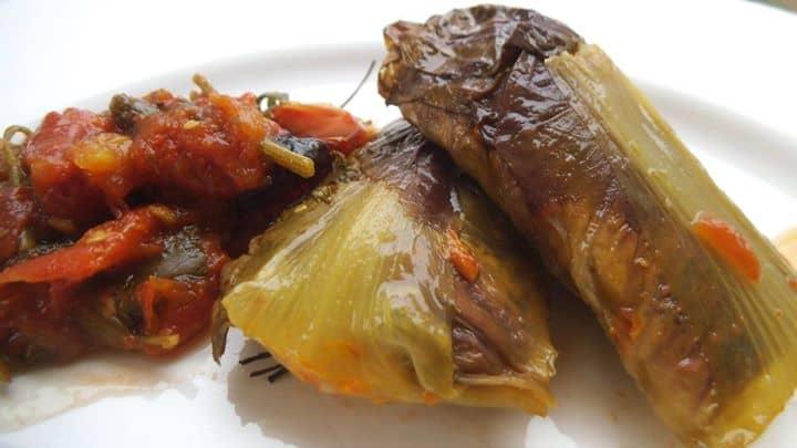 Charutos de Radicchio com Tofu, Curry, Salsa e Ervas Finas ao molho Pomodoro de Agave, Manjericão, Tomilho e Salsa