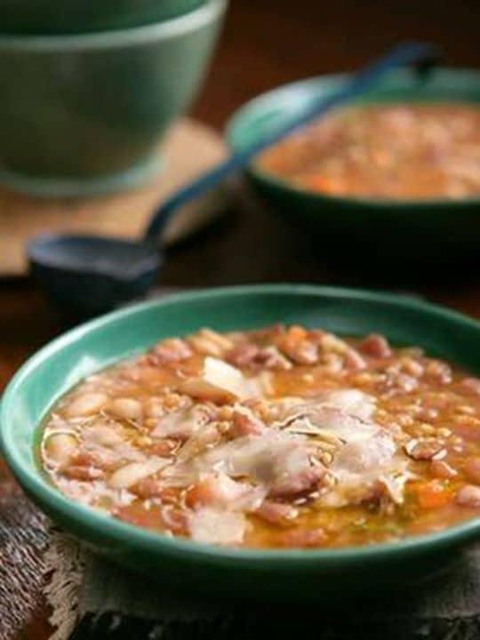 Sopa de Feijão com Massa - É uma sopa típica das regiões entre o Douro e o Minho