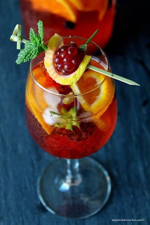 Sangria Rosé com frutos vermelhos e citrinos