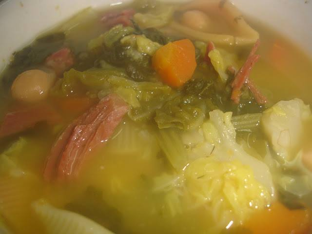 Sopa de Legumes com Pernil Fumado