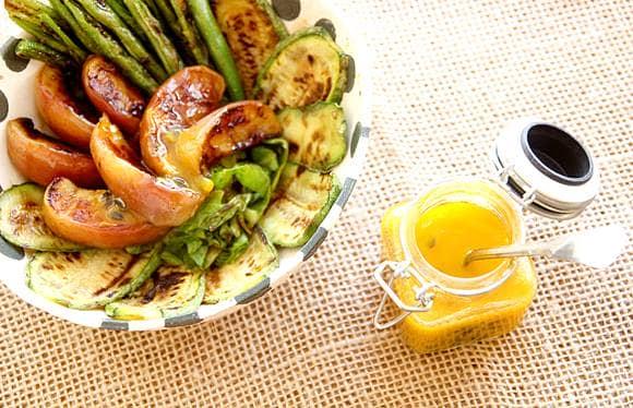 Molho de maracujá fácil para salada de legumes assados