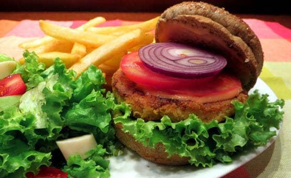 Hambúrguer de grão de bico defumado
