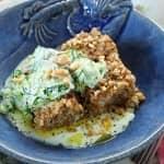 Quibe de Peixe com Saladinha de Pepino e Iogurte