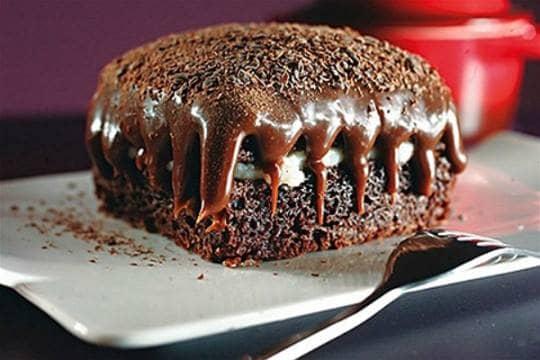 Bolo de Chocolate com Recheio Cremoso de Coco
