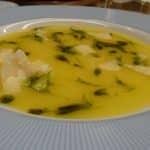Sopa com azeite de manjericão