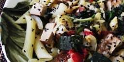 Tofu Fumado com Penne e Legumes