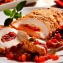 Peito de frango recheado de linguiça, pimentão e mussarela